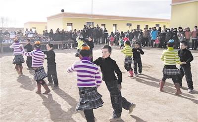 往前推10年,地处海西州蒙古族藏族自治州的瀚海戈壁上的都兰县宗加镇